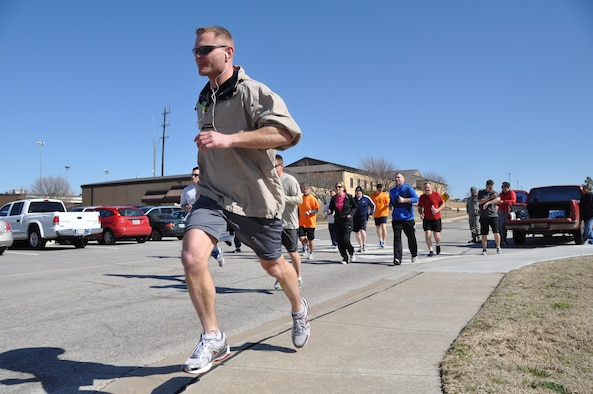 """TINKER AIR FORCE BASE, Okla -- Capt. Patrick Mitchell and members of the 507th Air Refueling Wing run the 5k """"fun run"""" during the March unit training assembly.  The Tinker Reserve Enlisted Advisory Council sponsored the run to raise money for enlisted members to run in the upcoming Oklahoma City Memorial Day Marathon in April.   (U.S. Air Force photo by Tech. Sgt. Grady Epperly)"""