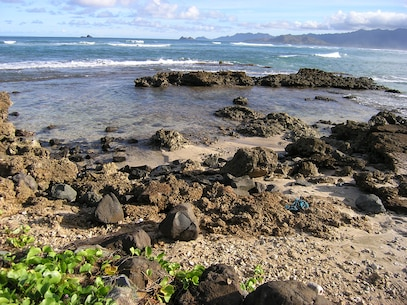 Fort Hase archaeological site is located along the eastern edge of Mokapu Peninsula.  Evidence of an ancient Hawaiian fishing camp is buried below the grassy surface.  It is likely that the abundant resources on the peninsula drew the inhabitants to the site.  Radiocarbon dating of an old fire pit indicates that the site was inhabited about 600 years ago.