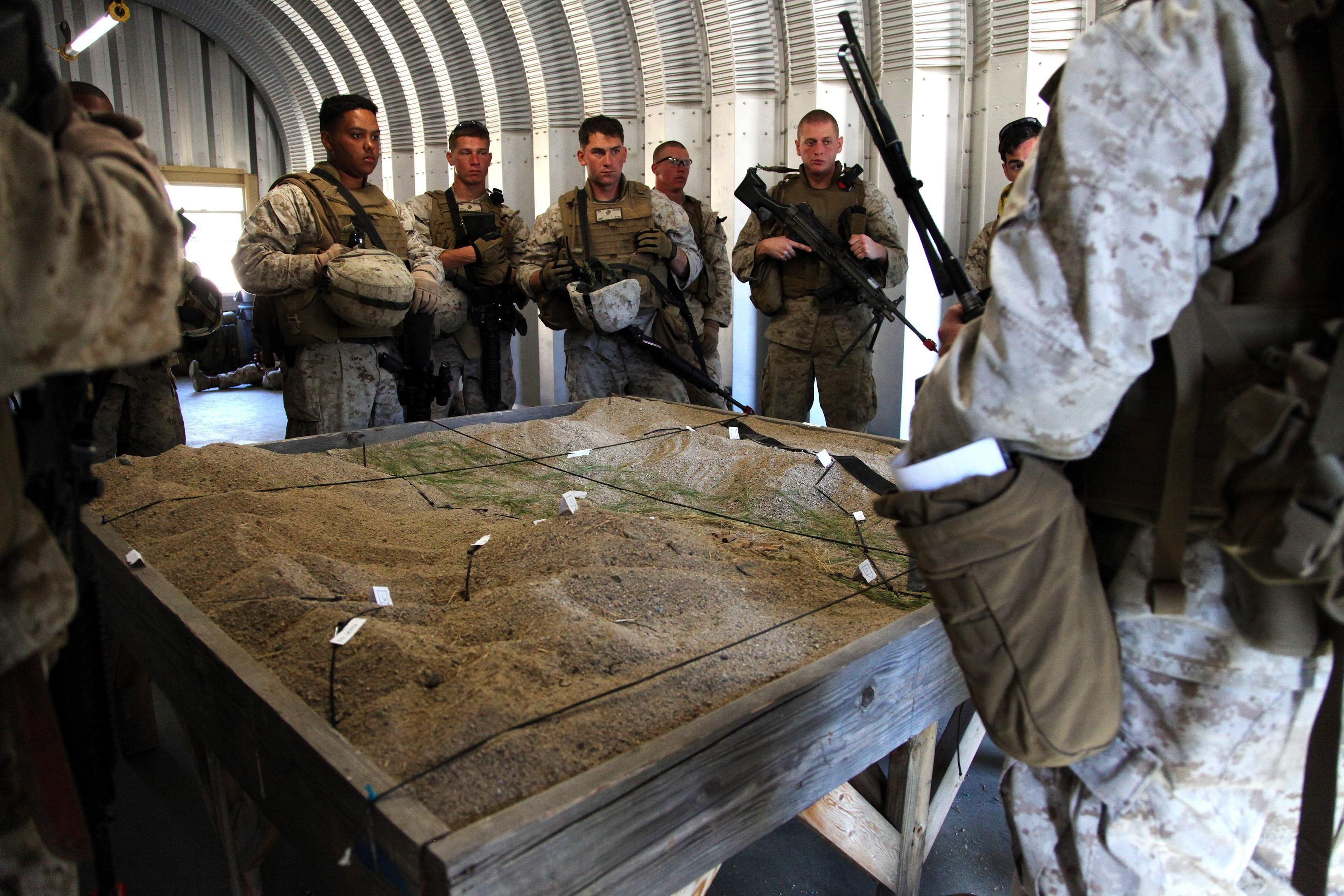 st marine logistics group > units > clr > maintenance bn marines 1st maintenance battalion 1st marine logistics group study a terrain model prior
