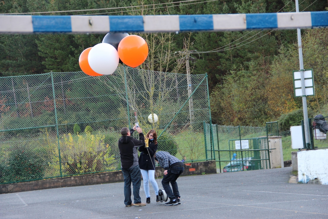 A Balloon Mapping Kit is launched. Information taken by balloon is one way in which scientists collect imagery information for geospatial crowdsourcing.