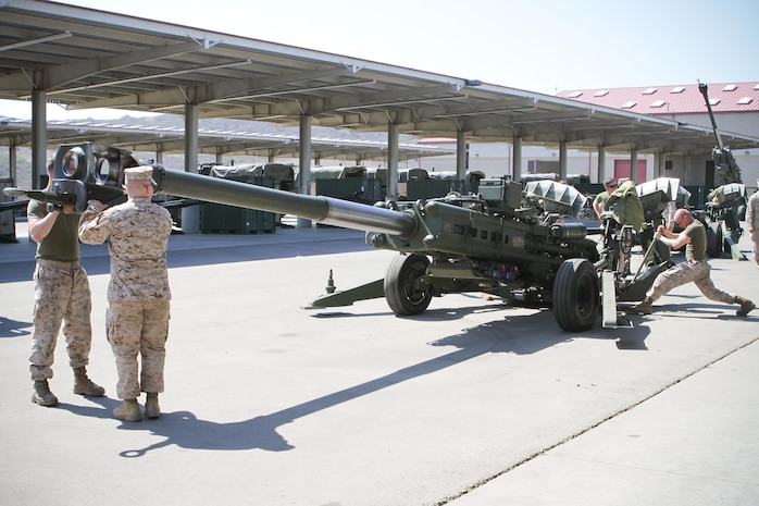Private First Class Benjamin Fulton (right), a field artillery cannoneer serving with Charlie Battery, 1st Battalion, 11th Marine Regiment, prepares an M777 Lightweight Howitzer for movement at the 11th Marines' gun park here, Aug. 14, 2013. The Marines provided preventative maintenance to the howitzers in preparation of the upcoming regimental fire exercise Aug. 19 through 28. Fulton is a native of Bloomington, Ill.