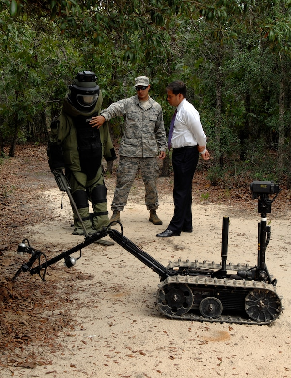 Florida Senator Marco Rubio listens to an Air Force instructor from the Improvised Explosive Device Division at the Naval School Explosive Ordnance Disposal as he explains how EOD technicians use robots. NAVSCOLEOD provides high-risk, specialized, basic and advanced EOD training to U.S., partner nation military and selected U.S. government personnel. (U.S. Navy photo/Lt. j.g. Elizabeth Allen)