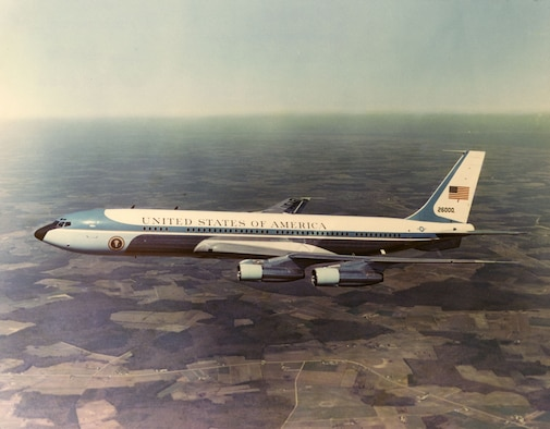 Boeing VC-137C SAM 26000 (Air Force One) in flight. (U.S. Air Force photo)
