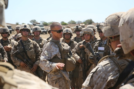 Colonel Stephen Liszewski, commanding officer, 11th Marine Regiment, briefs Marines serving with India Battery, 1st Battalion, 11th Marines, on their performance during a 10-day artillery training exercise here, Aug. 23, 2013. Marines with the entire regiment conducted the live-fire training exercise from Aug. 19 through 28.