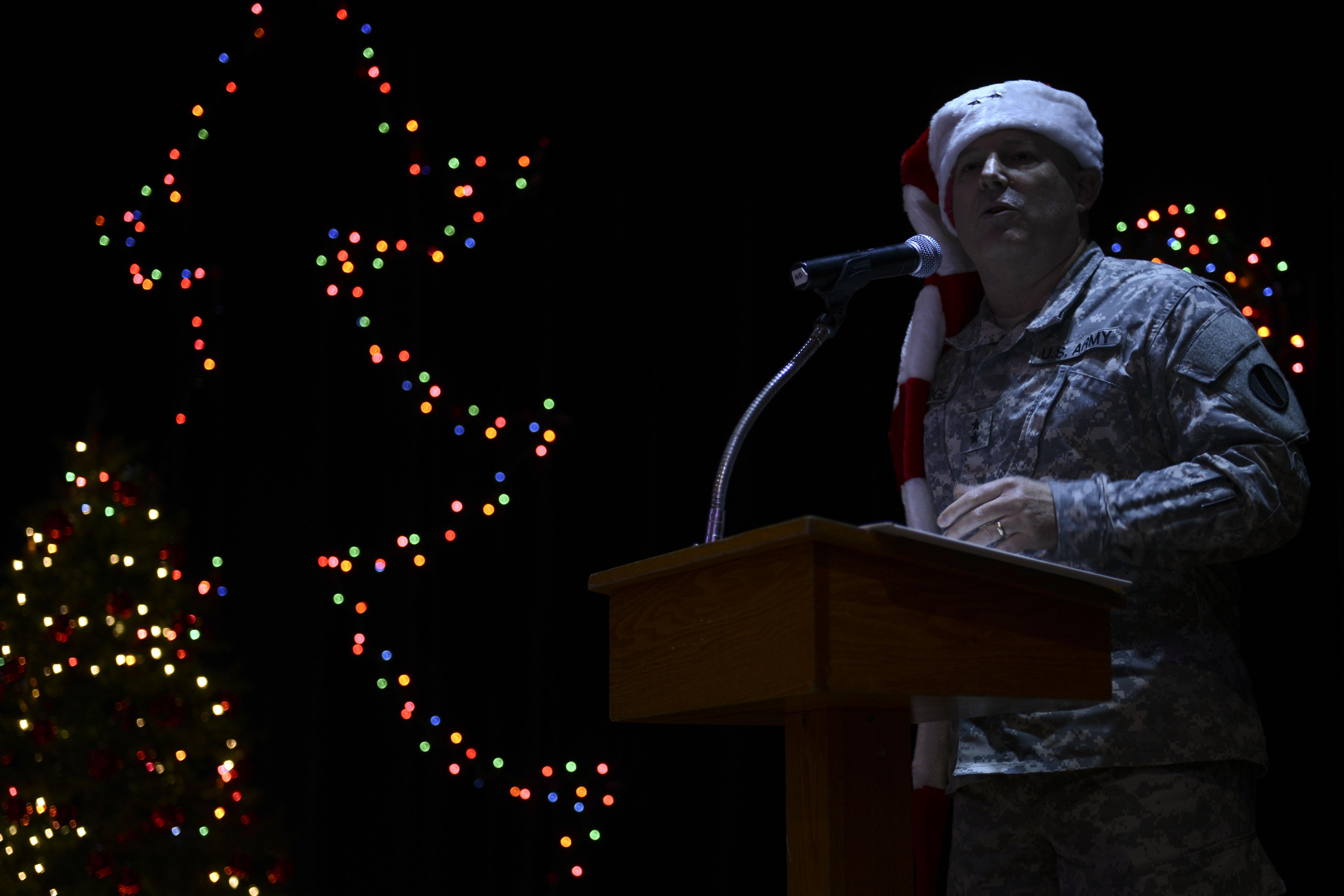 Eustis Christmas Celebration Lights Up The Night Joint Base Langley Eustis Article Display