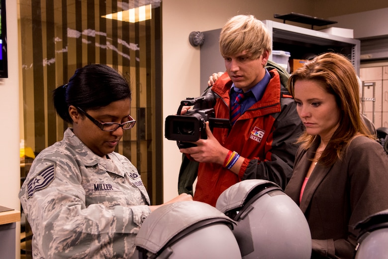KTAL Channel 6 News reporters fly in the BUFF > 307th Bomb