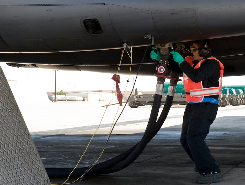 Senior Airman Mark Moser, 7th Aircraft Maintenance Squadron, attaches a fuel hose to a B-1 Bomber while performing a hot pit refuel Feb. 22, 2013, at Dyess Air Force Base, Texas. New to the B-1 Bomber, hot pit refueling is a procedure used to rapidly refuel the aircraft while their engines are running, resulting in a speedy refuel. (U.S. Air Force photo by Airman 1st Class Jonathan Stefanko/ Released)