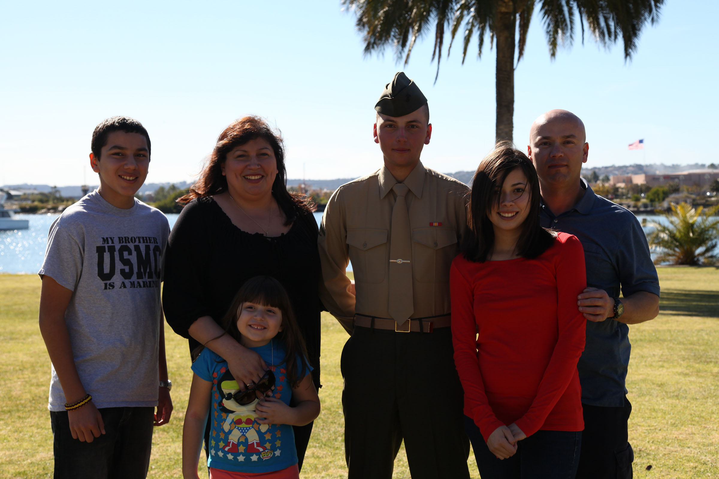 mcrc photos lance cpl adam cardenas company honorman mike company poses his family