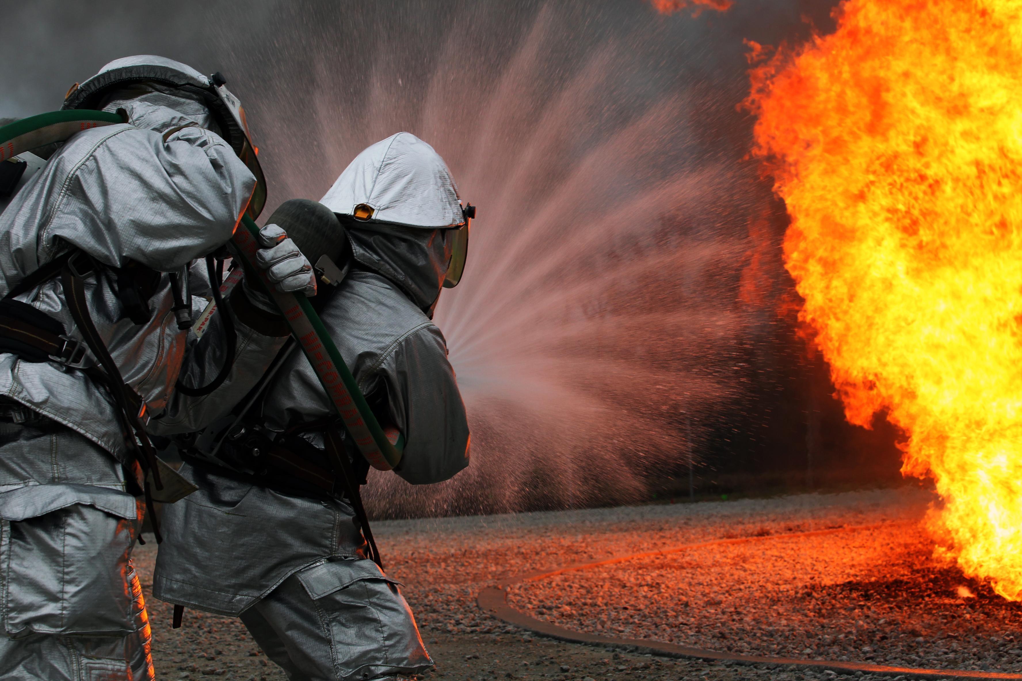 ARFF Marines battle the blaze > Marine Corps Air Station New River ...