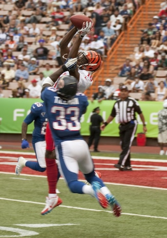 Cincinnati Bengals wide receiver A.J. Green makes a jumping catch as Chicago Bears cornerback Charles Tillman tries to defend during the 2013 NFL Pro Bowl at Aloha Stadium, Jan. 27. The Marines at the Pro Bowl contributed to the festivities with a color guard, stage assistance, a troop formation and a welcoming home for Marines recently returned from deployment at halftime.