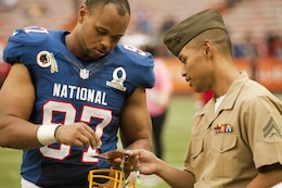 Washington Redskins linebacker Lorenzo Alexander signs an autograph for Cpl. Charles Vallero, a military policeman with Marine Corps Base Hawaii's Provost Marshal's Office, after the 2013 NFL Pro Bowl at Aloha Stadium, Jan. 27. Alexander signed many autographs and posed for pictures with the troops after the game, and he even gave out his email to the troops so they could drop him a line.