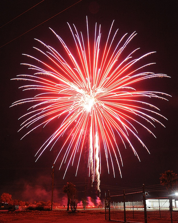 A firework goes off as part of the Independence Day Celebration at Davis-Monthan Air Force Base, Ariz., July 4, 2013. The event ended with a 25-minute firework display. (U.S. Air Force photo by Senior Airman Timothy Moore/Released)