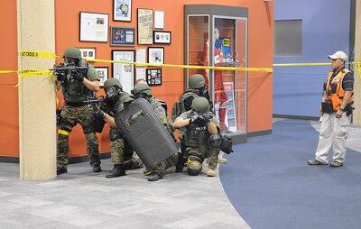 55th Cst Helps Minneapolis Agencies In Decontamination
