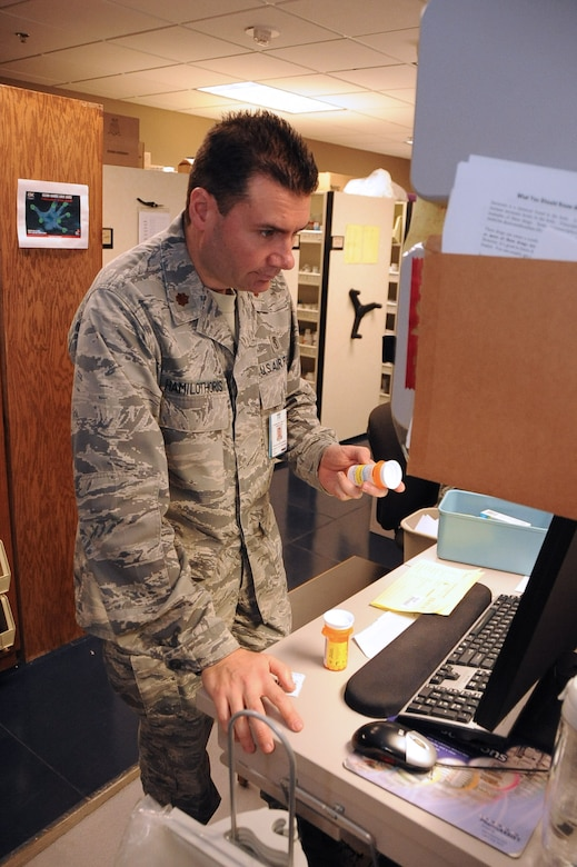 how to become a military pharmacist