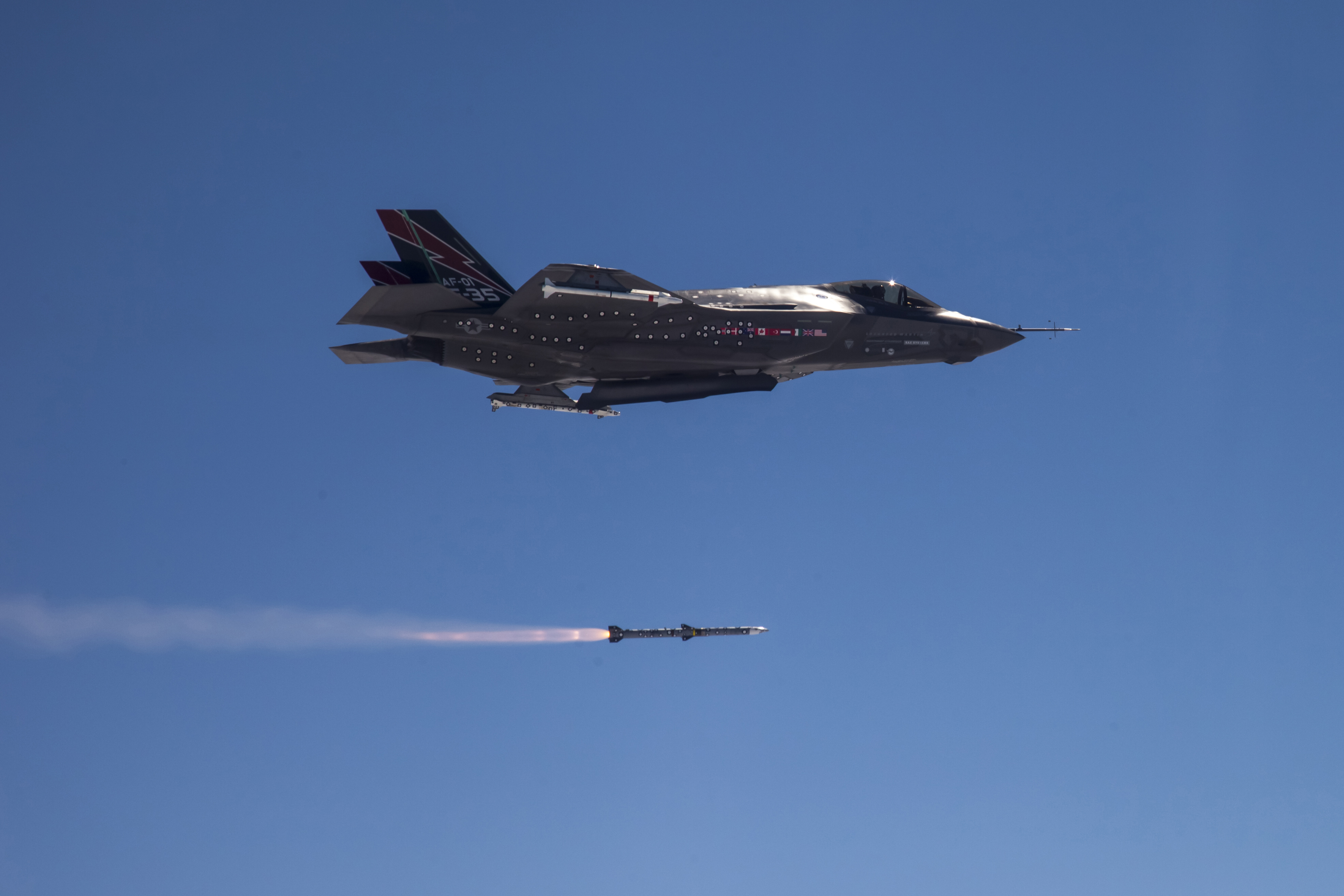 F 35a Completes 1st In Flight Missile Launch Gt U S Air