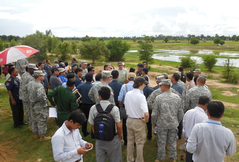 Participants of the 2013 Lower Mekong Initiative Disaster Response Exercise & Exchange conduct a field visit to flood-prone areas in the Kampong Speu Province of Cambodia
