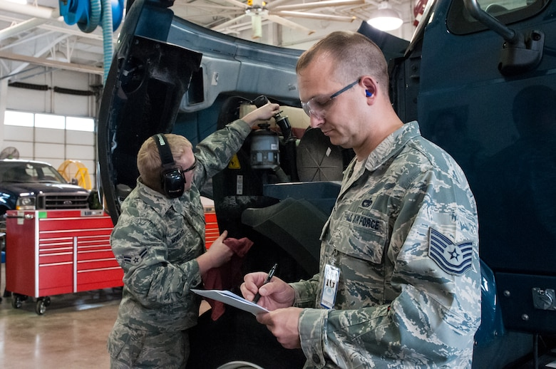 Tech. Sgt. Billy Martin, an inspector from the Air Mobility Command Office of the Inspector General, observes maintenance procedures being performed by Airman 1st Class Trey Morlatt, a vehicle maintenance technician for the Kentucky Air National Guard's 123rd Logistics Readiness Squadron, during an inspection at the 123rd Airlift Wing in Louisville, Ky., May 18, 2013. The wing underwent a multi-disciplinary Consolidated Unit Inspection from May 15 to 22. (U.S. Air National Guard photo by Senior Airman Vicky Spesard)