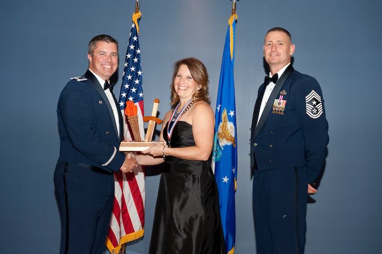 Tyndall spouse earns Spouse of the Year Award > Tyndall