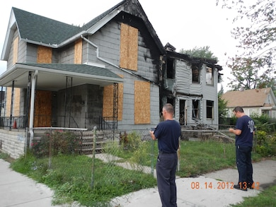 Detroit fire fighters use MICA to catalogue a vacant home.