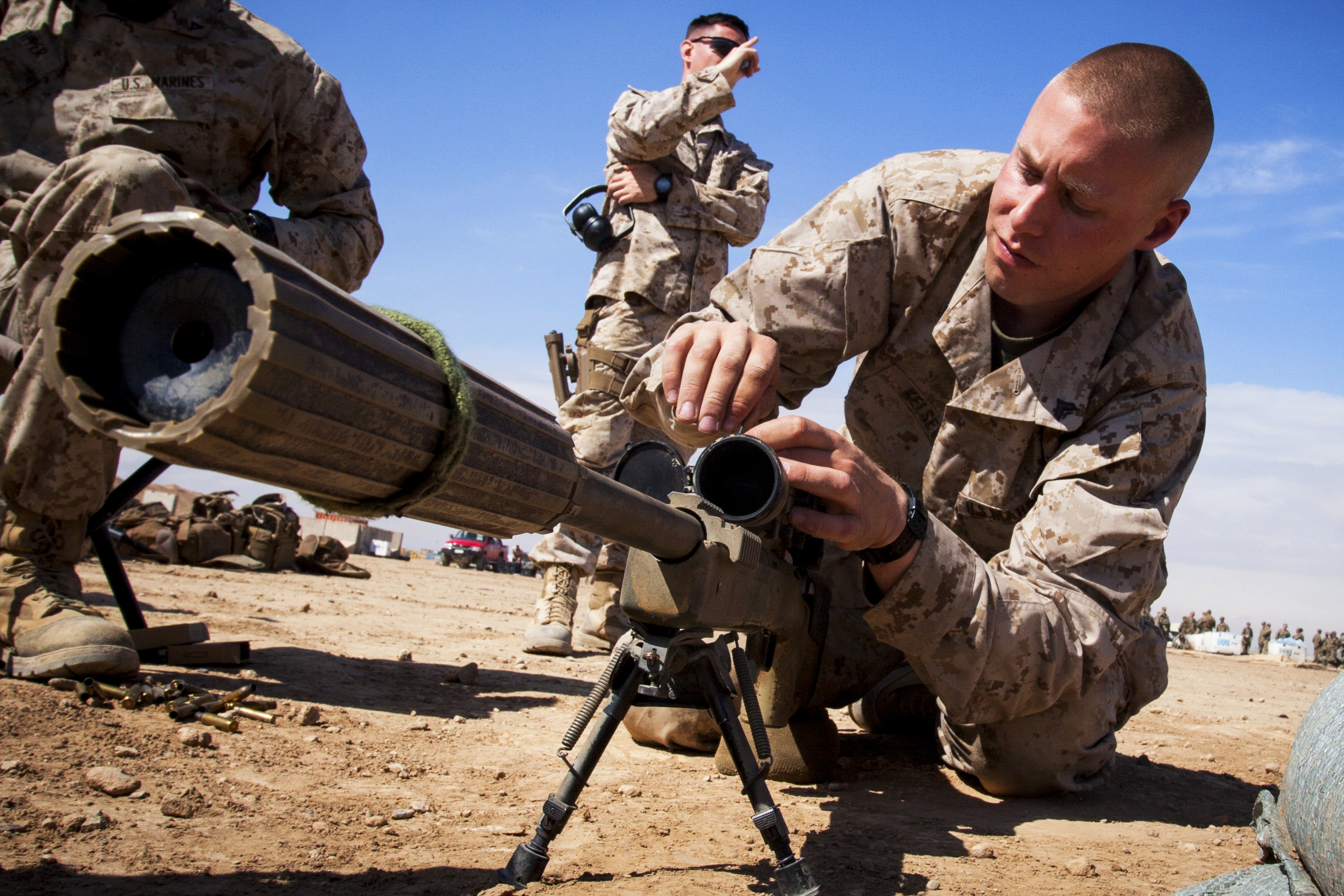 Us Marine Corps Cpl Darek Kelsey Right Makes Adjustments To An