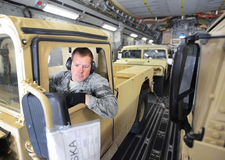 Services train together > Air Mobility Command > Article Display