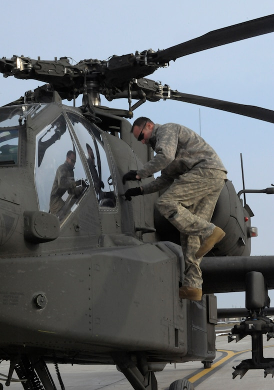 A U.S. Army AH-64 Apache Longbow crew chief from the 1-135th Attack Reconnaissance Battalion at Whiteman Air Force Base, Mo., readies his aircraft March 27, 2013, for its deployment to Afghanistan. The 1-135th ARB prepared for this deployment with 30 days of training in Boise, Idaho. (U.S. Air Force photo by Airman 1st Class Shelby R. Orozco/Released)