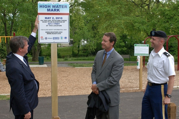 """(Left to right) Nashville Mayor Karl Dean; Scott Potter, director of Metro Water Services; and Lt. Col. James A. DeLapp, U.S. Army Corps of Engineers Nashville District commander, unveil the first of more than a dozen high water marks to be placed in the city as part of the """"Know Your Line: Be Flood Aware"""" Initiative.  The event took place at England Park May 2, 2013."""