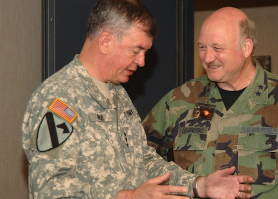 Lt. Gen. Joseph Inge, USNORTHCOM deputy director, talks with Maj. Gen. Tim Lowenberg, The Adjutant General of Washington and chairman of the AGAUS Homeland Security Committee.