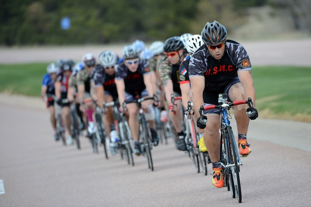 Marine Corporal Michael Politowicx leads a pack of racers during the 2013 Warrior Games in Colorado Springs, Colo. May 12, 2013.