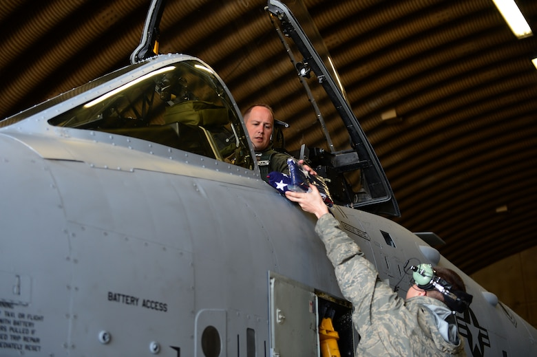 SPANGDAHLEM AIR BASE, Germany – U.S. Air Force Lt. Col. Jeffrey Hogan, 81st Fighter Squadron director of operations from Olympia, Wash., receives an American flag from Senior Airman Christopher Nichols, 52nd Aircraft Maintenance Squadron specialist May 14, 2013. This tactical sortie is scheduled to be the last before the squadron's inactivation in June. (U.S. Air Force photo by Tech. Sgt. Jonathan Pomeroy/Released)