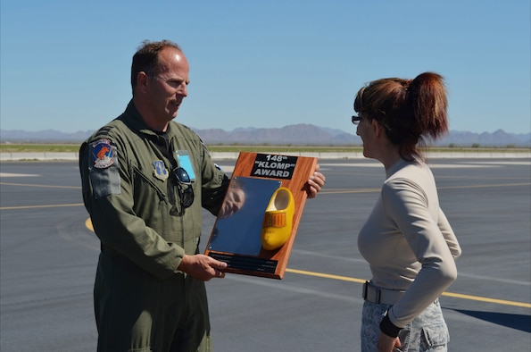 Lt. Col. Maurits Schonk, Netherlands Detachment Tucson Arizona (NDTA) commander (left), presents Staff Sgt. Elaine Broacha with the Klomp Award at the Gila Bend Air Force Auxiliary Field, March 11, 2013. Broacha was recognized for her contributions to an annual training mission for Dutch demonstration pilots. (U.S. Air Force photo by WO Danny van der Molen /Released.)