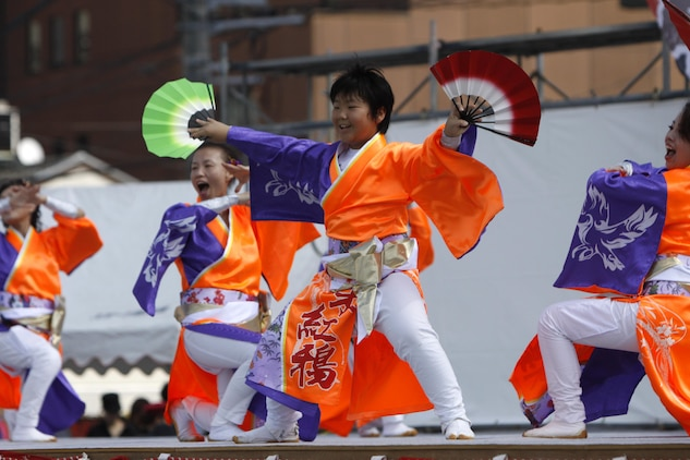 A beautifully garbed Japanese performer dances with fans during his performance at the 55th Annual Iwakuni Festival held in downtown Iwakuni Oct. 16. The dance groups moved to the beats of hip-hop or traditional Japanese music. Thirty-two groups performed, which included 500 dancers in total entertaining all in attendance during the lively autumn festival.