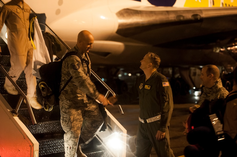 Colonel Darren Hartford, 437th Airlift Wing commander, shakes hands with Tech. Sgt. Jason Hoffman, 14th Airlift Squadron loadmaster, as he exits the plane returning to Joint Base Charleston — Air Base, S.C. November 2, 2013 from his deployment. (U.S. Air Force photo/Airman 1st Class Michael Reeves)