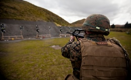 Sgt. Jesse Keffer, military policeman with 1st Law Enforcement Battalion, from Colorado Springs, Colo., assesses and fires upon his target during a familiarization shooting range with the Individual Weapon (IW) Steyr assault rifle during the initial stages of exercise Southern Katipo 2013 at Waiouru Military Camp, New Zealand, Nov. 7. SK13 strengthens military to military relationships and cooperation with partner nations and the New Zealand Defence Force.