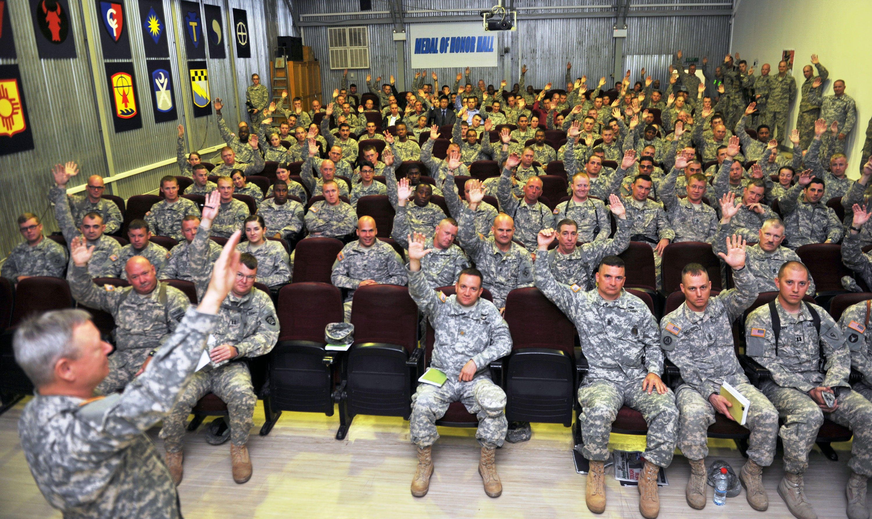 national guard The primary difference between the national guard and the reserves lies in the command reserve units are under presidential command while guard units are organized at the state level.