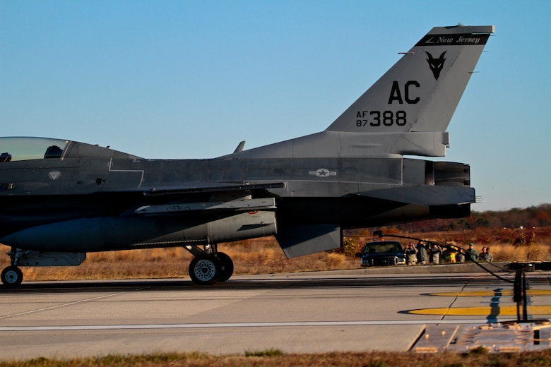 """A U.S. Air Force F-16D Fighting Falcon from the New Jersey Air National Guard's 177th Fighter Wing """"Jersey Devils"""" piloted by Maj. Jason Halvorsen catches an arrestor cable with it's tailhook on runway 31 at Atlantic City International Airport, N.J., Nov. 14, during an exercise.  The system, which is tested once a year, can aid any tailhook equipped aircraft to stop safely in the event of a failure of the braking systems.  (U.S. Air National Guard photo by Tech. Sgt. Matt Hecht/Released)"""