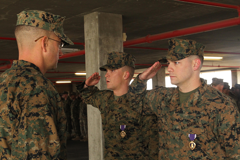 u2018darkside u2019 awards purple heart medals to marines