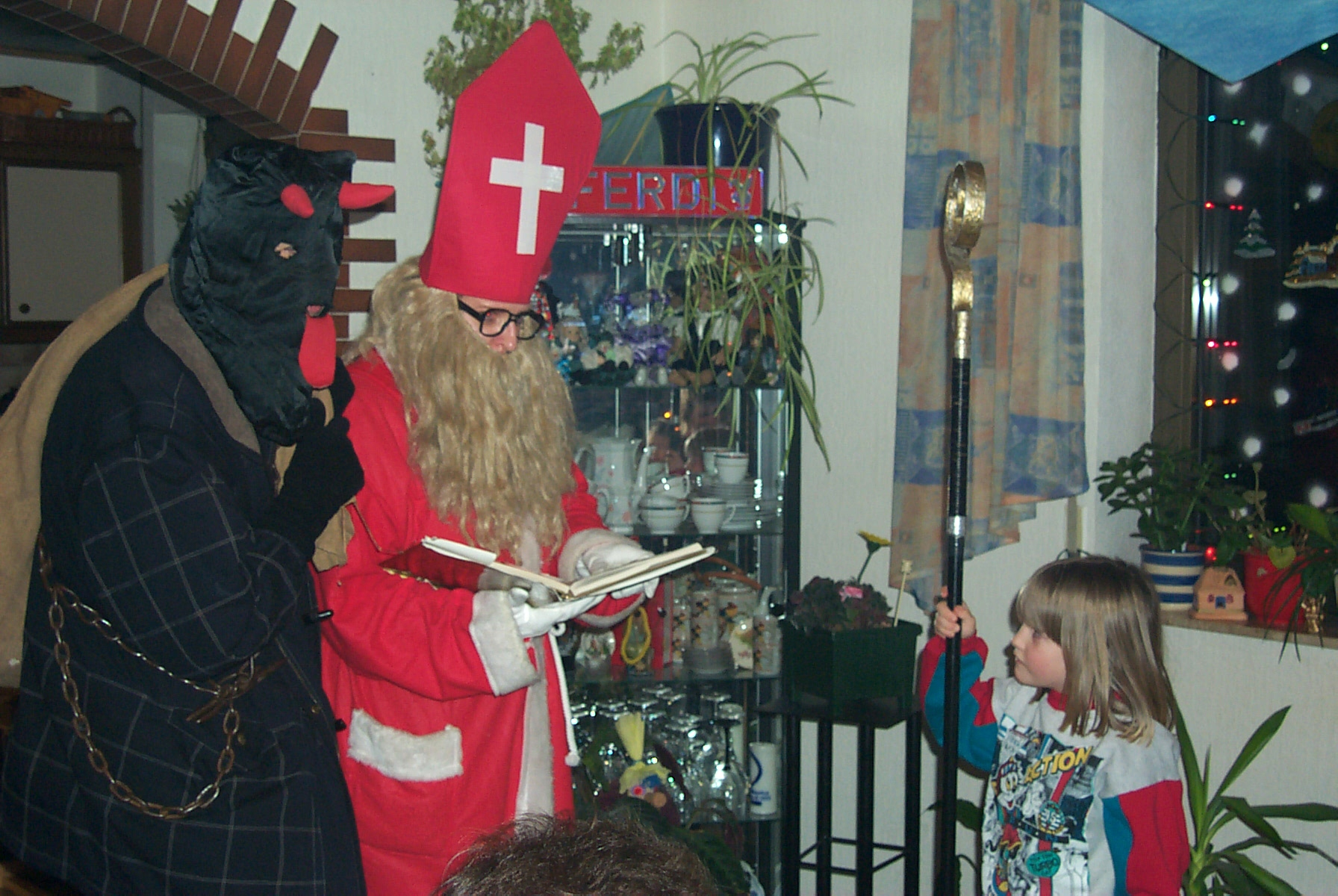 sankt nikolaus visits children in the eifel spangdahlem. Black Bedroom Furniture Sets. Home Design Ideas