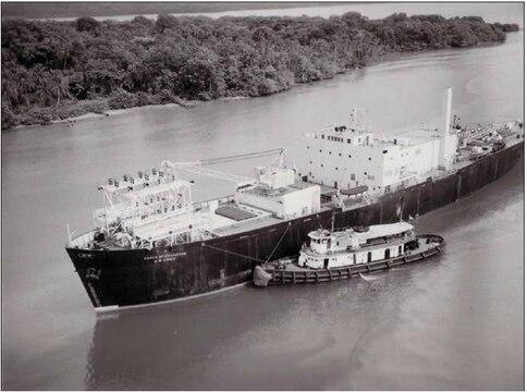 """Jadrová elektráreň """"Sturgis"""" na ústí Panamského prieplavu (1968). Zdroj: Army Signal Corps, RG 111; National Archives and Records Administration - College Park, Md."""