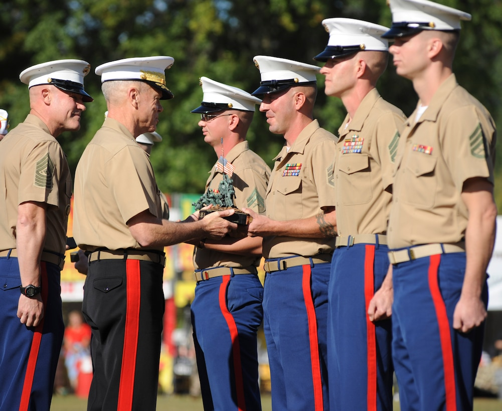 General James F. Amos, Commandant of the Marine Corps, presents the Sgt. Maj. Wilber Bestwick Award to Staff Sgt. Jon E. Osborn, the acting first sergeant of Delta Co., 2nd Light Armored Reconnaissance Battalion, and Montgomery, Texas native, for his contributions to the unit's combat readiness, Sept. 26, 2013. Since 2011, Osborn has worked tirelessly to keep his unit combat ready. He has previously served as a platoon sergeant, acting platoon commander, operations chief and the unit's master gunner, and he has served with 2nd LAR for a total of seven years. Named for the first Sergeant Major of the Marine Corps, the award is given to an enlisted Marine in a ground combat element of the operating forces who has made an outstanding contribution to increased combat readiness within the organization.