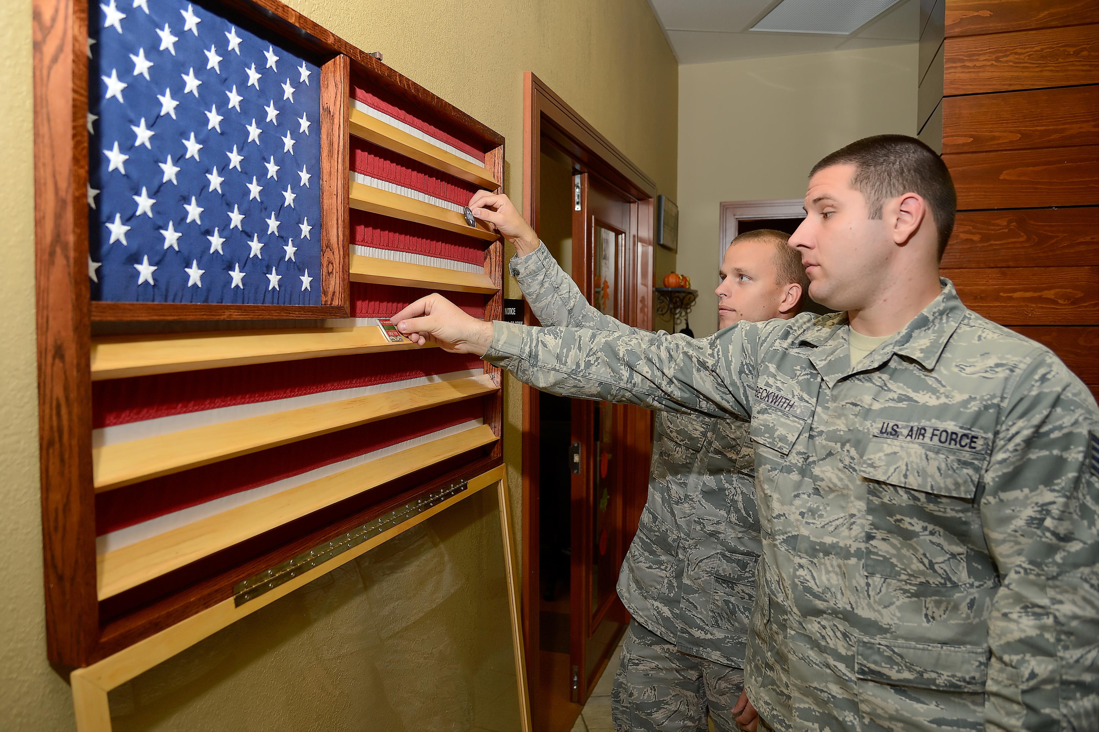 Snapshots: USO dedicates coin display > Dover Air Force Base