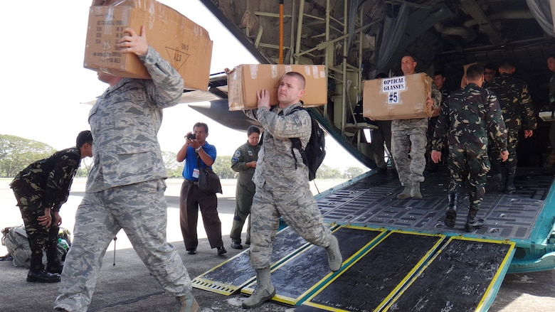 Airmen from the Pacific Angel-Philippines team transfer boxes filled with medical supplies from an Armed Forces of the Philippines C-130 March 1, 2013, at the airport in Dumaguete City, Philippines. Members from both the AFP and U.S. Air Force worked together to unload cargo during the first host-nation assisted airlift since Pacific Angel began in 2007. Operation PACANGEL is a joint and combined humanitarian assistance exercise held in various countries several times a year and includes medical, dental, optometry, engineering programs and various subject-matter expert exchanges. (U.S. Air Force photo/2nd Lt. Son Lee)