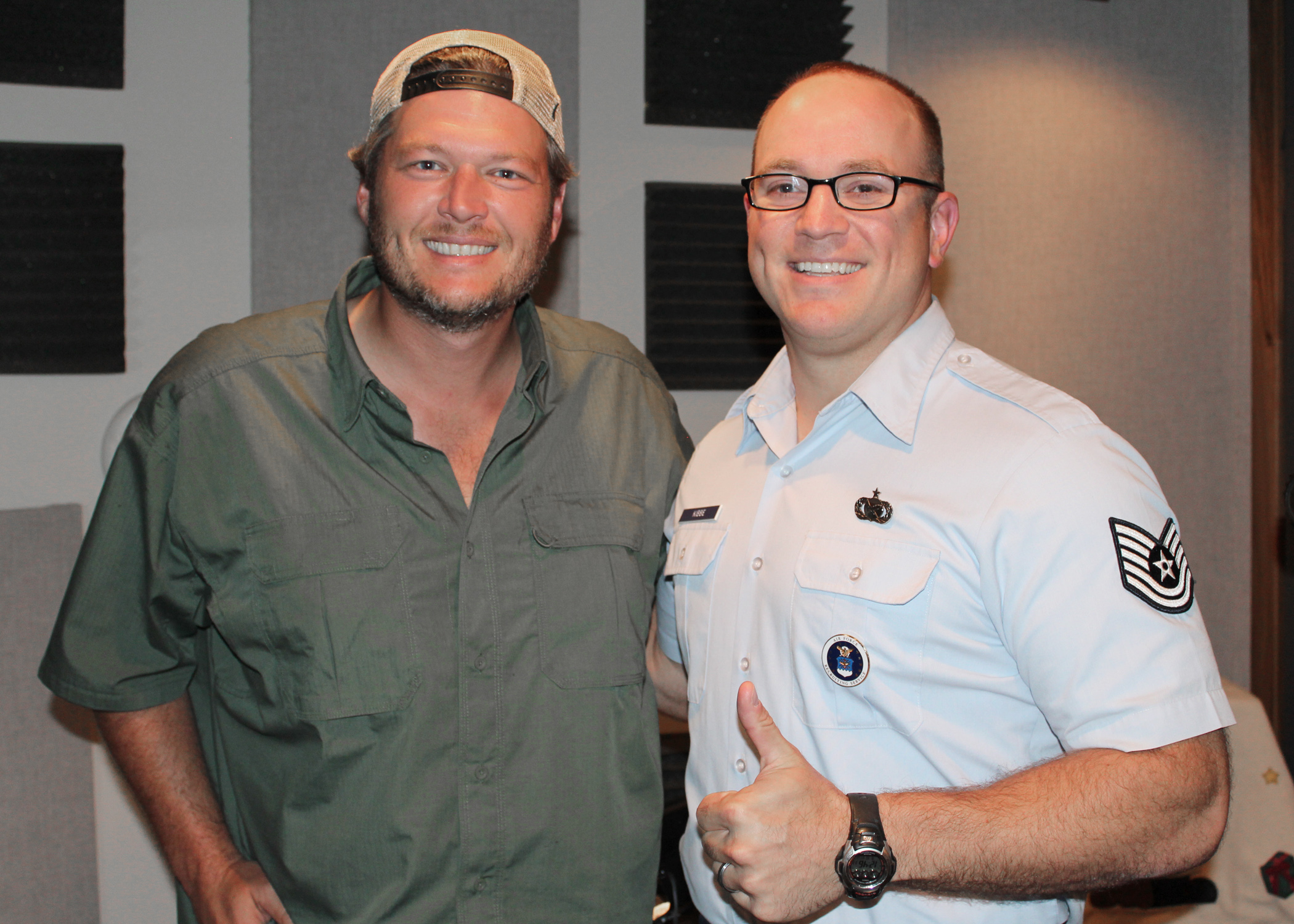 blake shelton lends voice to holiday program - Country Christmas Radio