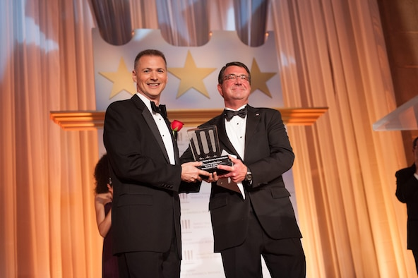 Department of the Air Force's Kevin Geiss (left) receives the 2013 Service to America Management Excellence Medal from Department of Defense Deputy Secretary Ashton Carter, Oct. 3, 2013 at the Andrew W. Mellon Auditorium in Washington, D.C. (Courtesy photo/Sam Kittner)