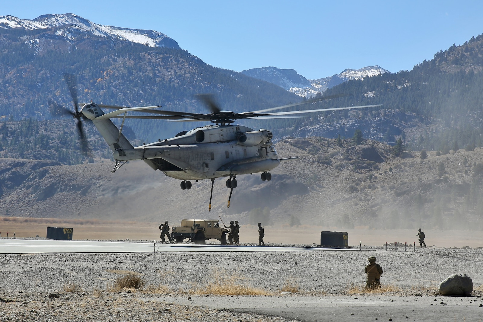 Marines with Landing Support Company, Combat Logistics Regiment 17, 1st Marine Logistics Group, conduct a helicopter support team training operation during Mountain Exercise 6-13, aboard Marine Corps Mountain Warfare Training Center in Bridgeport, Calif., Oct. 18, 2013. During the exercise, a small detachment of Marines from 1st MLG provided logistical support to 1st Battalion, 5th Marine Regiment, 1st Marine Division.