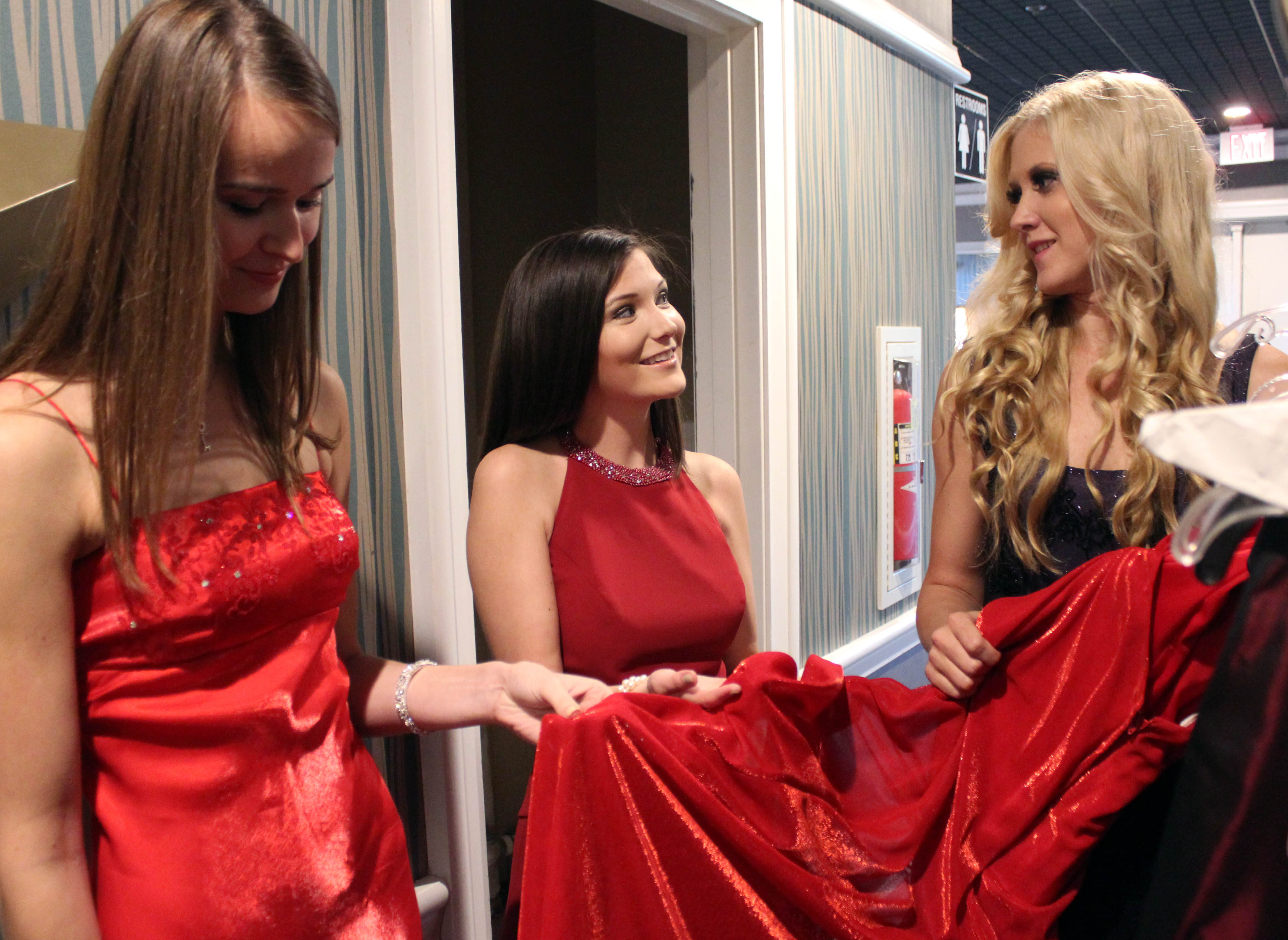 Extravagownza\' to offer free gowns for Corps\' birthday ball > Marine ...