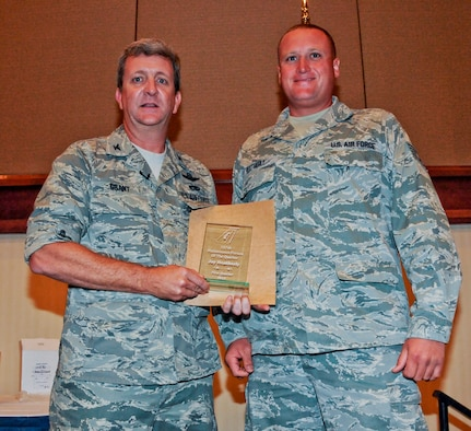 BIRMINGHAM, Ala. -- Col. Scott Grant, the 117th Maintenance Group Commander, presents Tech. Sgt. Jay G. Heatherly the Maintenance Person of the Quarter award here on Aug. 11. (U.S. Air National Guard photo by Airman 1st Class Wesley A. Jones/Released)