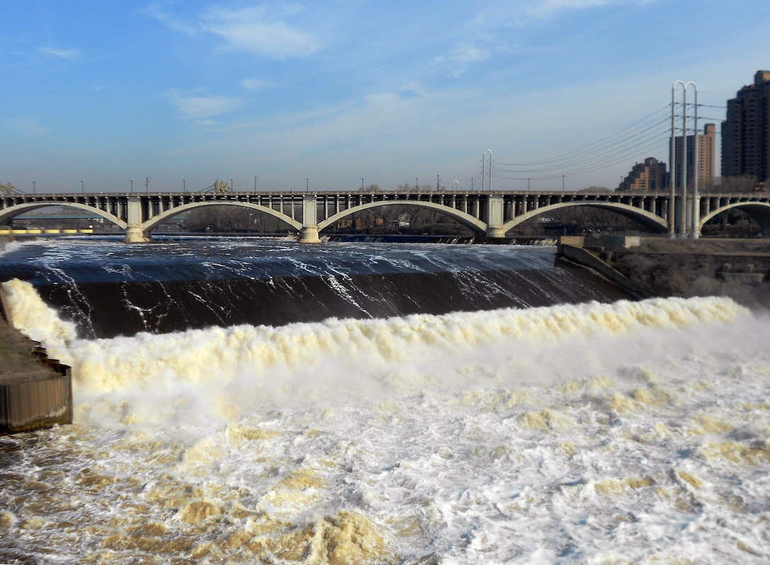 When flows on the Mississippi River reach 30,000 cubic feet per second at St. Anthony Falls, the three Minneapolis locks are closed to recreational boaters. When flows reach 40,000 cubic feet per second, it is also closed to commercial vessels. [Photo: May 2013]