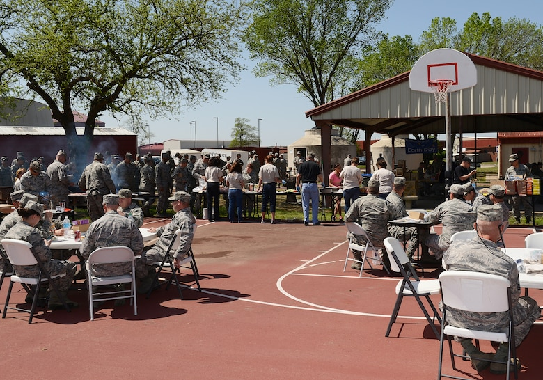 Volunteers serve members of the 138th Fighter Wing during an Earth Day celebration at the 138th FW, 22 April 2014.  The 138th FW Environmental Management office organized a cookout and other green activities to celebrate the day at the Tulsa Air National Guard base, Tulsa Okla.  (U.S. National Guard photo by Senior Master Sgt.  Preston L. Chasteen/Released)