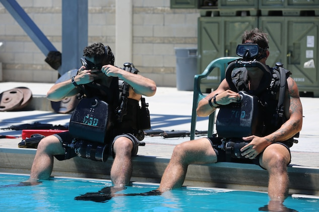 Special Amphibious Reconnaissance Corpsman prepare to enter a pool during proficiency dive training aboard Camp Pendleton, Calif., July 22.  The SARCs were supported by Navy Divers from 1st Reconstruction consolidated dive locker.
